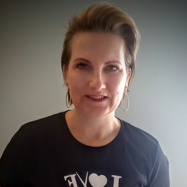 Photo of Lori Hofer, Stylist @ Beyond The Fringe