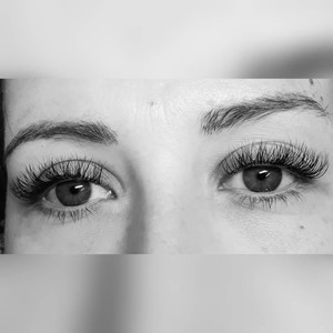 """A """"Mascara"""" Look using 3d Volume Lashes"""