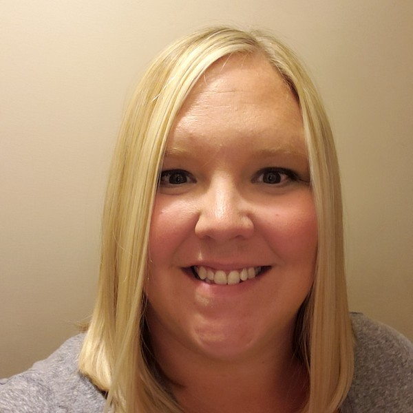 Photo of Natalie Wolfe, Managing Cosmetologist