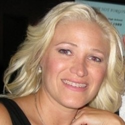 Photo of Heather Hopewell, Managing Cosmetologist