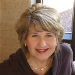 Photo of Tracy Dwyer, Managing Cosmetologist