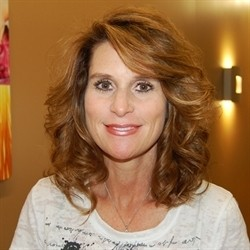 Photo of Debbi Clutter, Managing Cosmetologist