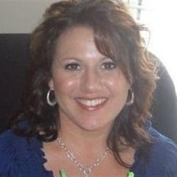 Photo of Julia Phillips Bailey, Managing Cosmetologist